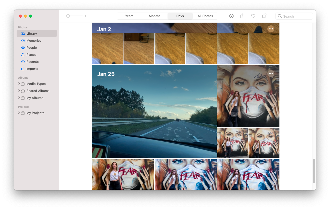 The grouping of photos by dates in apple photo library
